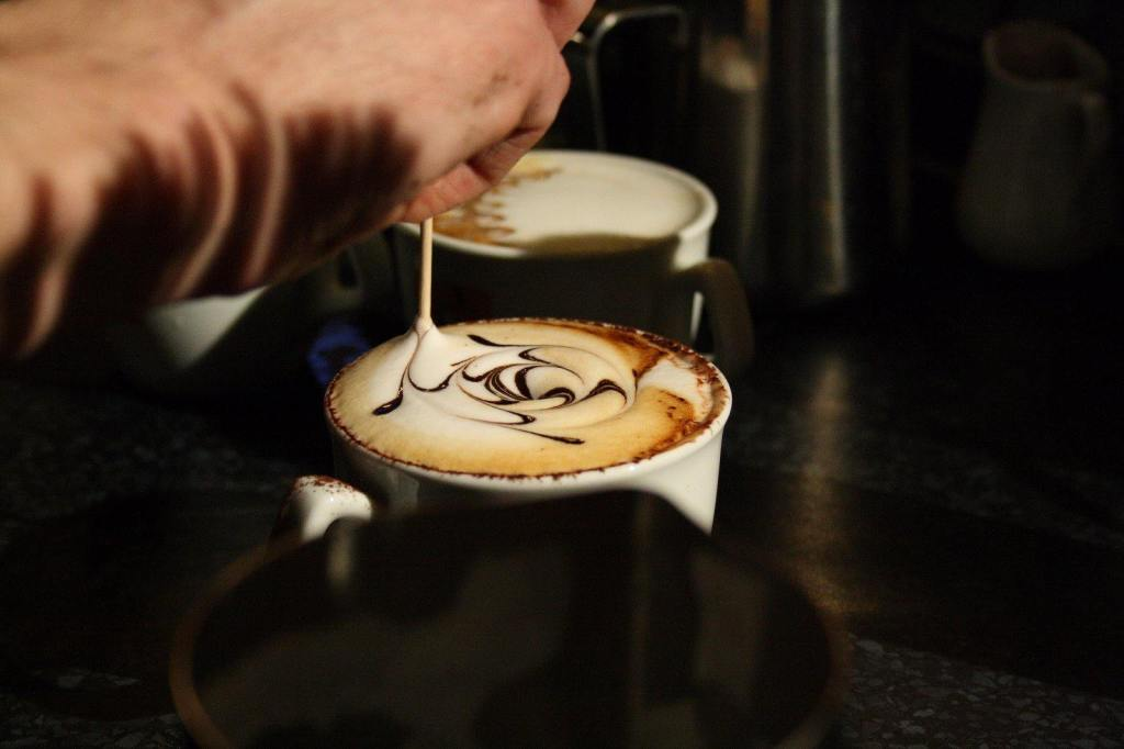 Making_of_Latte_art_of_cappuccino_on_Coffee_Right_in_Brno,_Czech_Republic